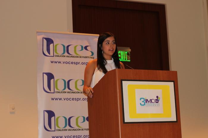 Claudia Vélez exhortó a los jóvenes a educarse sobre el VPH. (Miledis Sánchez / La Voz)