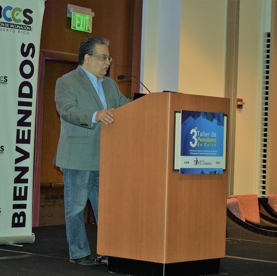 El presidente de la Asppro, Juan Hernández solicita mayor acceso a la información  pública en los reportajes. El periodista habló durante su presentación en el Tercer Taller de Periodismo de Salud.   FOTO:  Jenilee Morales  /  UPR-ARECIBO